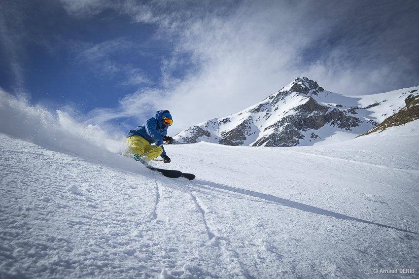 Conditions idéales (soleil et neige fraiche) sur les pistes de ski du Glacier 3000 - © © Glacier3000