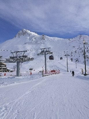 Tignes - Trolles run coming into the Toviere lift. Weds 13th December. - © Andy McNeil
