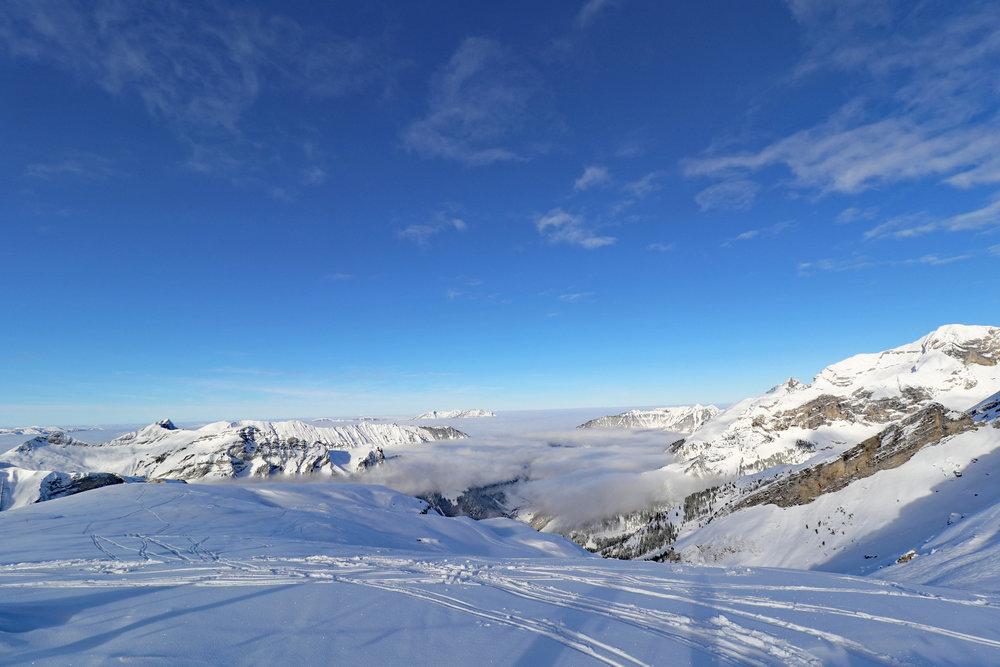 Unterwegs auf Schneeschuhtour im Skigebiet Melchsee-Frutt - © Melchsee-Frutt | Philipp Schmidli