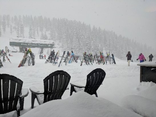 Arapahoe Basin Ski Area - snowing like crazy today! there's powder!! they opened Pali!!! ITS WINTER!!!!! - © PotatoOfDestiny