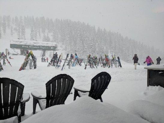 Arapahoe Basin Ski Area - snowing like crazy today! there's powder!! they opened Pali!!! ITS WINTER!!!!! - © PotatoOfDestiny