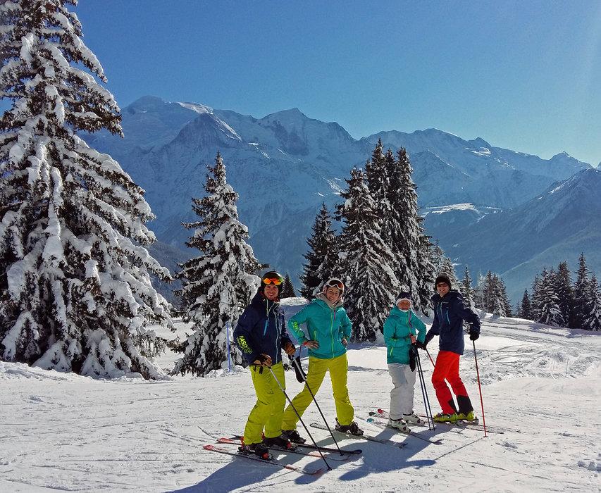 Ski entre amis sur le domaine de Passy Plaine Joux - © OT de Passy