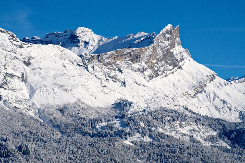 Le domaine skiable de Passy Plaine JOux, au pied de la chaine des Fiz - © Godefroy de Maupeou / OT de Passy