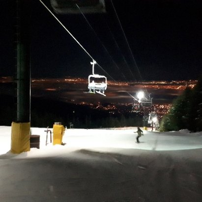"Grouse Mountain - Night Skiing was fun, no new snow, but main green run ""Cut"" and Blue ""Side-Cut"" were pretty nice.  - © MSchieven"