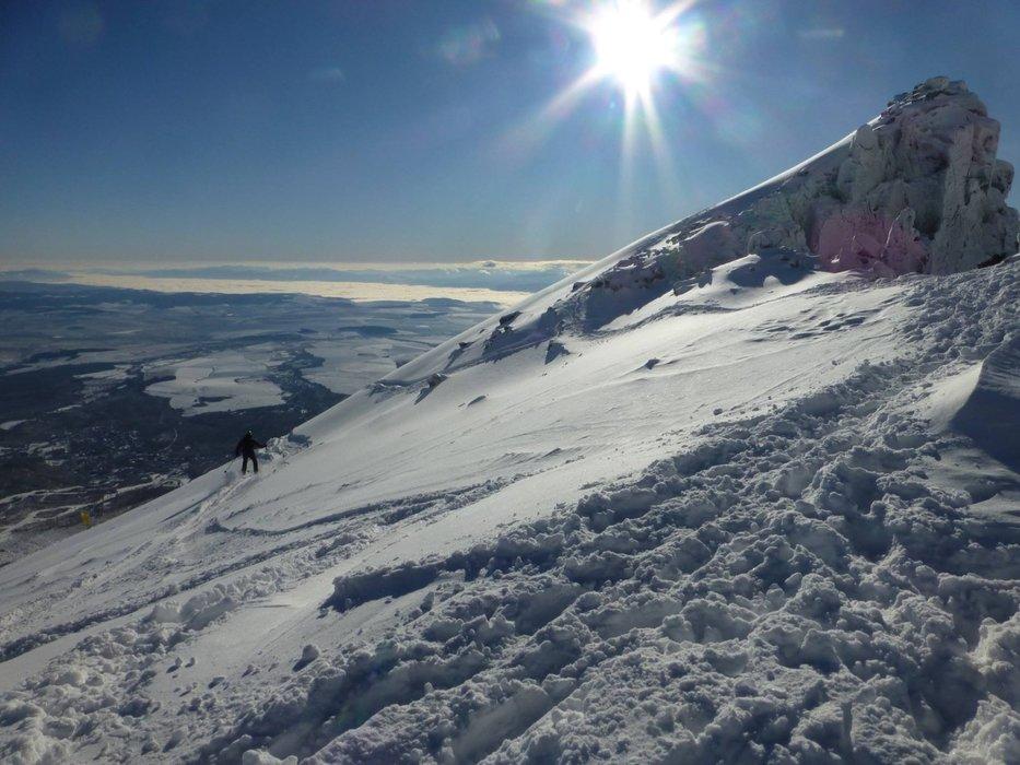 Tatranská Lomnica v ostatných rokoch vedie rebríček slovenských lyžiarskych stredísk s najväčším množstvom snehu na zjazdovkách. - © www.vt.sk