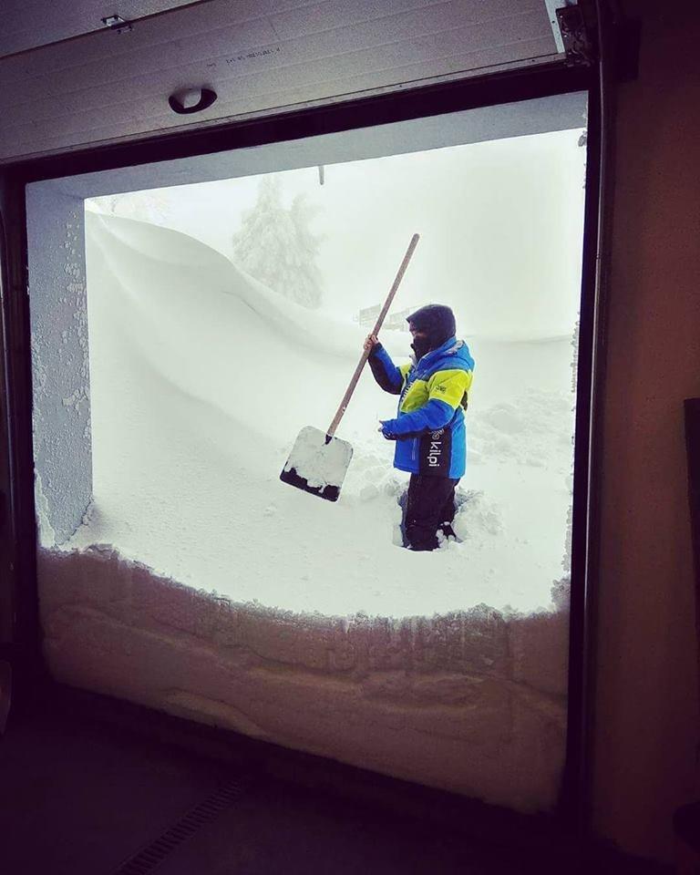 Skiareál Klínovec - sněží a sněží... 18.1.2018 - © facebook Skiareál Klínovec