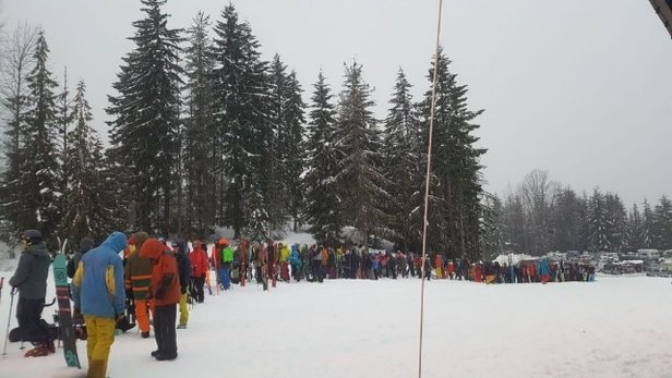 Whistler Blackcomb - sunday  lineups - © anonymous