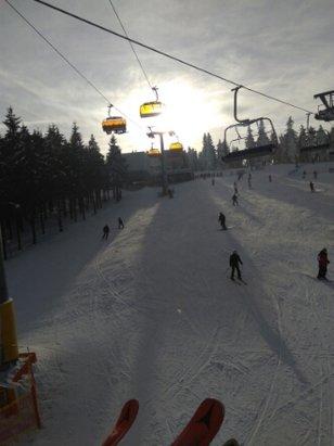 Zieleniec Ski Arena - warunki całkiem spoko , ale ludzi pełno i dłużej sie stoi w kolejce do wyciągu niż zjeżdża. - © gutek narciarz
