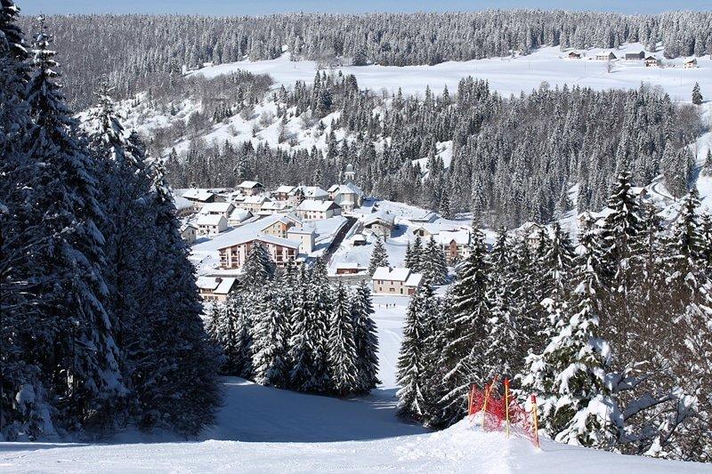 Vue sur Bellefontaine et son domaine skiable