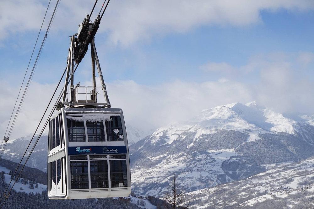 Au départ de Peisey Vallandry, le téléphérique Vanoise Express permet de relier les différents domaines skiables de Paradiski (les Arcs et la Plagne) - © OT Peisey Vallandry