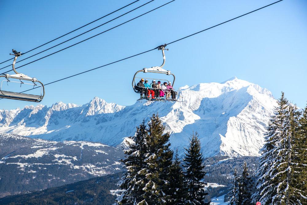 En route pour les pistes de ski des Portes du Mont Blanc - © Office de Tousrisme de Combloux