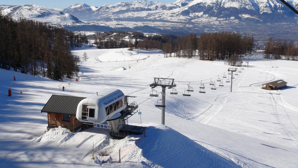 Vue sur le plateau de Libouze, niveau intermédiaire du domaine skiable de Saint Léger les Mélèzes - © Stéphane GIRAUD-GUIGUES / Skiinfo