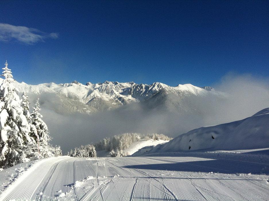 Conditions de ski idéales (neige fraiche et soleil généreux) sur les pistes de la Colmiane - © Station de ski de la Colmiane