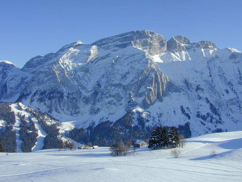 Ambiance hivernale et décor de carte postale au Mont Saxonnex - © Alain Duval
