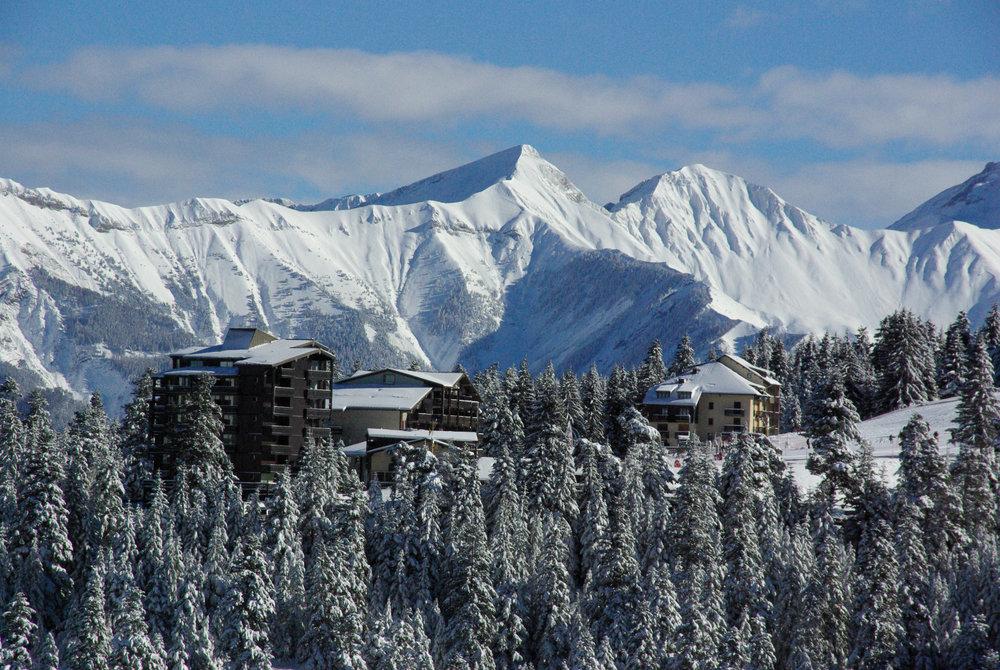 Vue sur la station de ski de Chabanon et ses résidences en pied de pistes - © Station de Chabanon