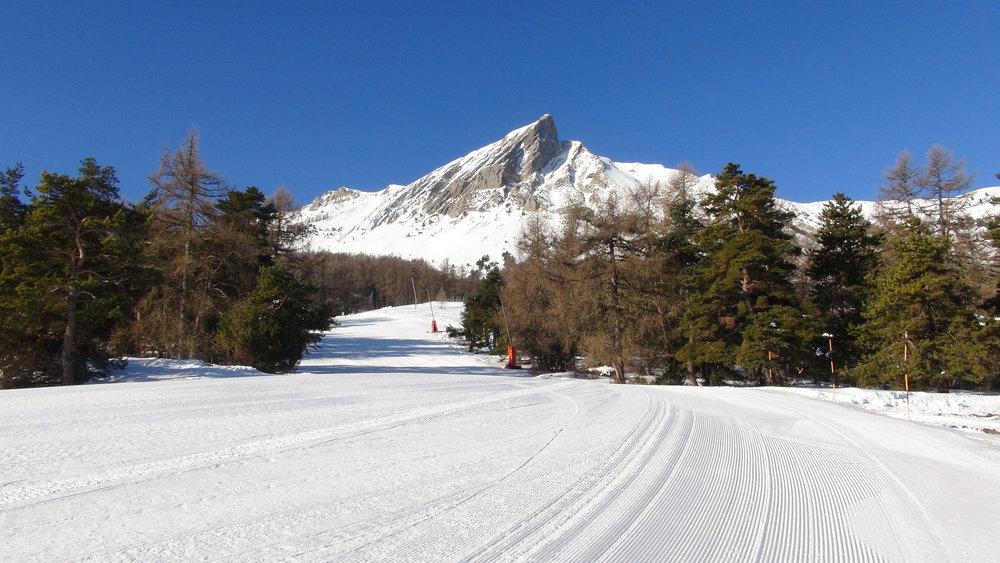 Le Pic de l'Aiguille domine le domaine skiable de Laye en Champsaur - © Stéphane GIRAUD-GUIGUES / Skiinfo