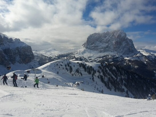 Arabba Marmolada - Awesome day on the Sellaronda circuit. Blue sky and great snow.  - © Simonofyork