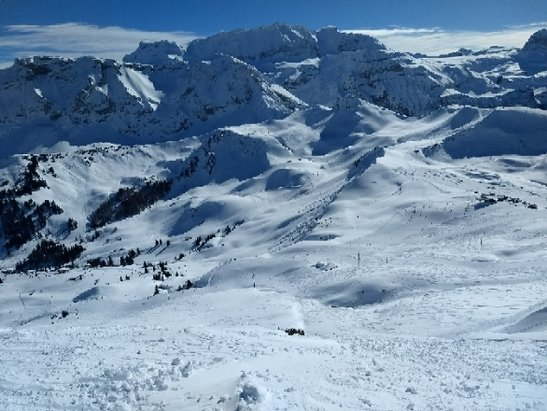 Adelboden - nice and sunny with groomed and powder trails - © xo3run