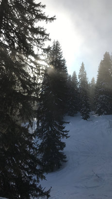 Avoriaz - Sun breaking through in Avoriaz! Snow is icy but well prepared.