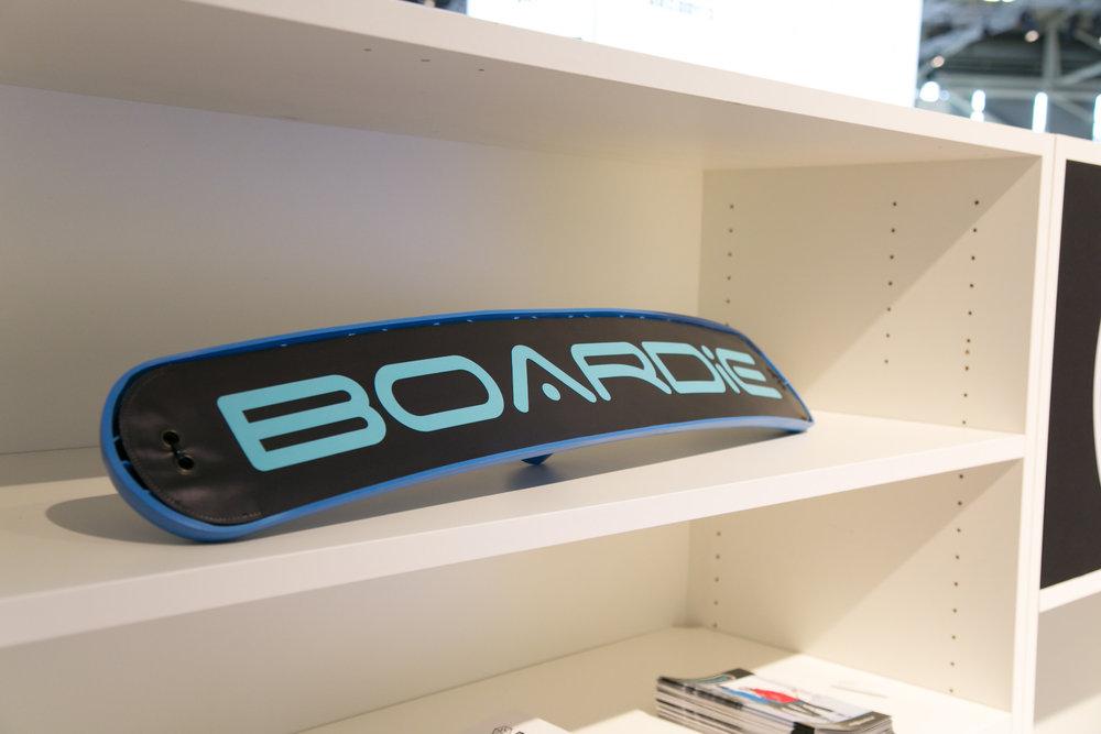 Boardie hat einen neuen, komfortablen Bügellift erfunden - © Skiinfo | Sebastian Lindemeyer