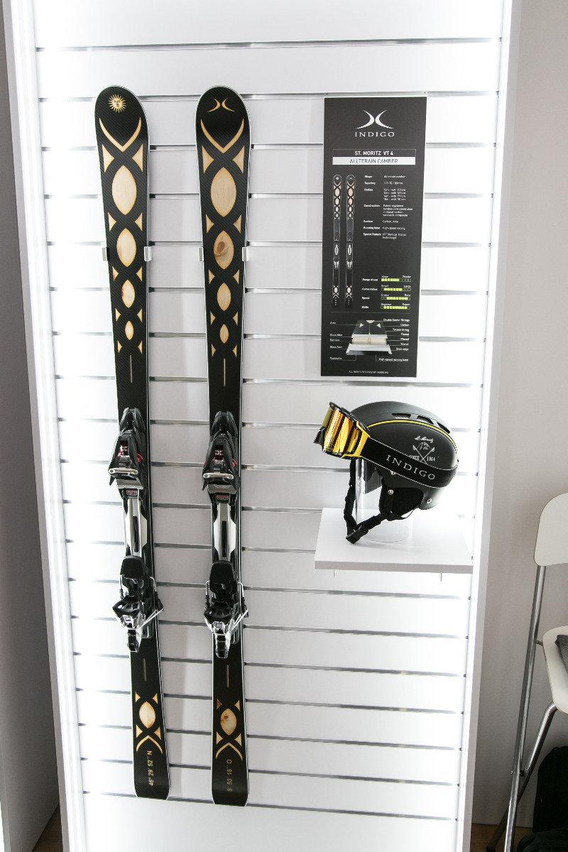 Schwabe & Baer heißt das Unternehmen, das die Ski der Marke Indigo produziert. Hier seht ihr den St. Moritz VT 4 mit edlem Look und 70mm-Mittelbreite  - © Skiinof | Sebastian Lindemeyer