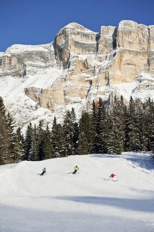 Nie ma nic lepszego niż szusować po świeżym śniegu u stóp Grupy Sella - © Alto Adige Martketing/Alex Filz