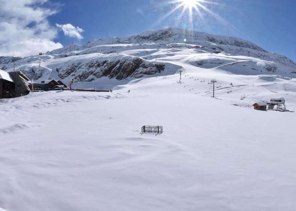 14 maja pod śniegiem w Alpe d'Huez - © Facebook @alpe.huez