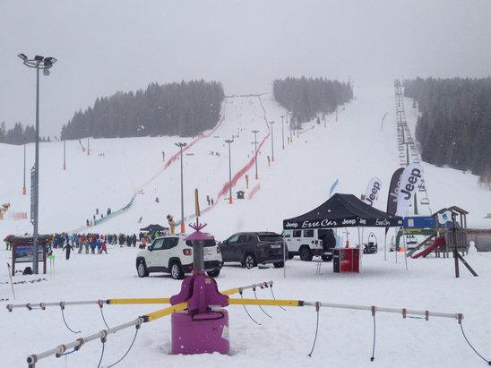 Passo Brocon-Marande (Funivie Lagorai) - Temperatura intorno lo zero, ma nevica e a si scia bene lo stesso - © iPhone di giacomo