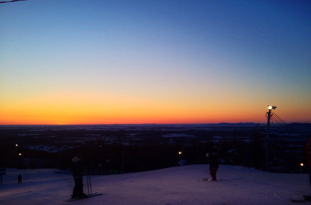 Bromont, montagne d'expériences - Colder then forecast but clear sky's, a good base is groomed snow and light traffic made it the best Sunday so far !!  - © Burton's iPhone
