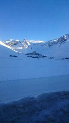 Tignes - Sun all day ☀  - © Charlie Brown