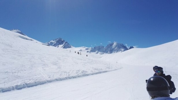 Chamonix Mont-Blanc - slopes looking good at the top of La Tour, Chamomix. Sunny day,blue skies.......awesome - © Chris O