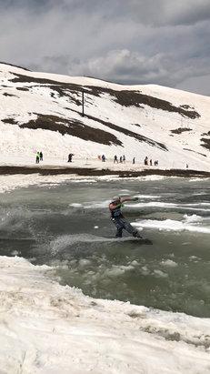 Arapahoe Basin Ski Area - Epic closing day  - © iPhone
