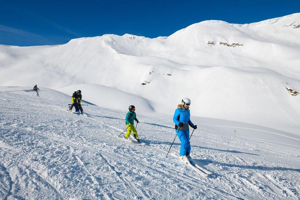 Familie beim Skifahren auf den Rauriser Hochalmbahnen - © Michael Gruber_Tourismusverband Rauris