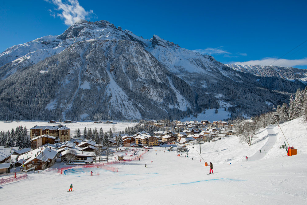 Vue sue la station de ski de Pralognan la Vanoise et son front de neige - © Cyril Entzmann