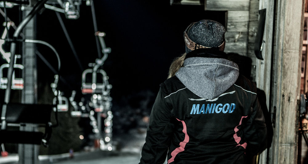 A Manigod, les plaisirs du ski se prolongent jusque tard en soirée grâce au ski en nocturne - © Marc-André Verpaelst
