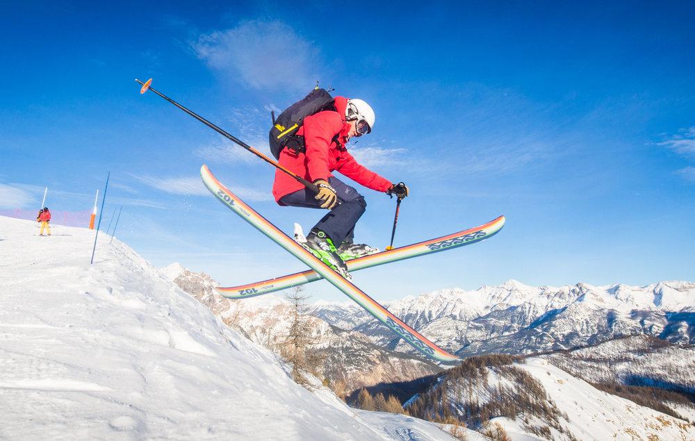 Résisterez-vous à l'appel du large et des grands espaces vierges aux abords du domaine skiable de Puy Saint Vincent ? - © Thibaut BLAIS / OTI du Pays des Écrins