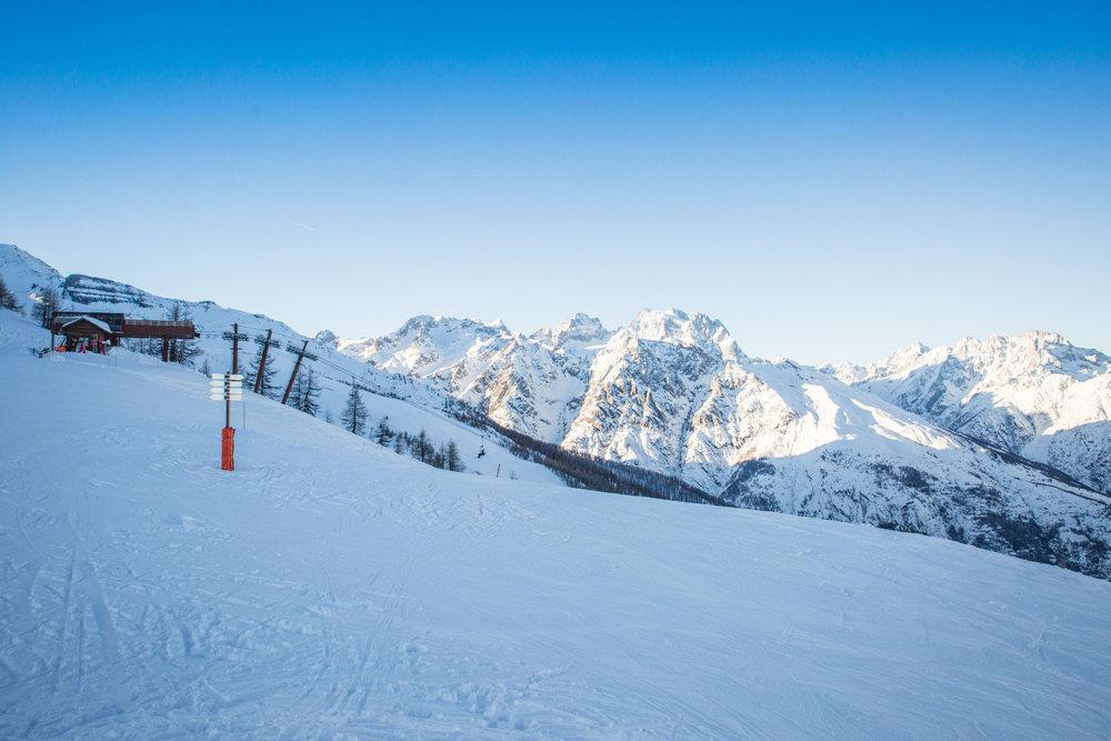 Encore une belle journée de glisse en perspective à Puy Saint Vincent - © Thibaut BLAIS / OTI du Pays des Écrins