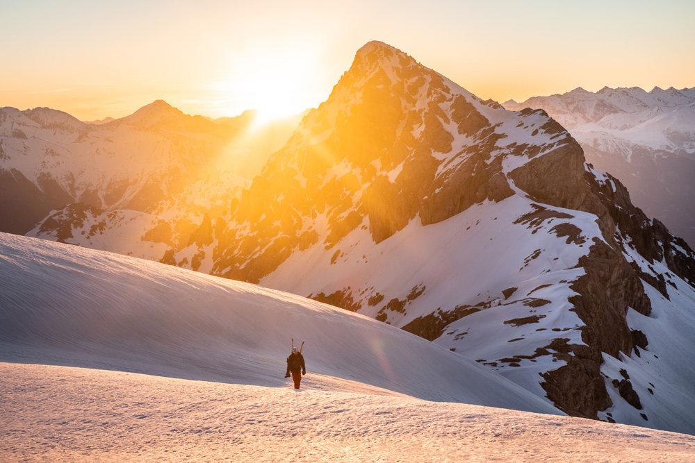 Avec le Pelvoux tout proche et la Barre des Ecrins  non loin de là, Pelvoux Vallouise est un haut lieu du ski de randonnée... - © Thibaut BLAIS / OTI du Pays des Écrins