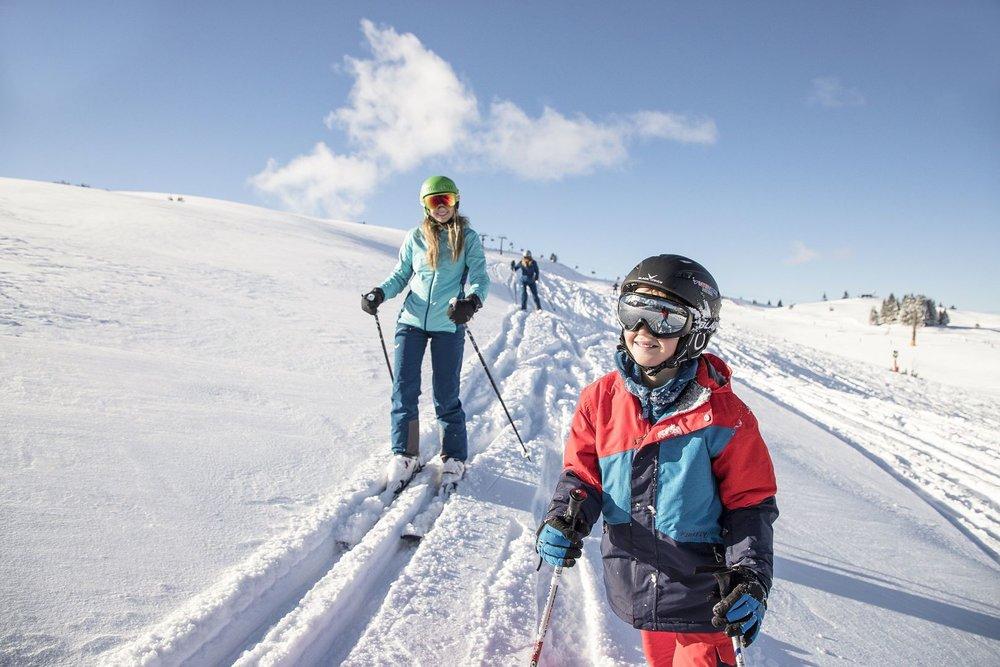 Tiefschneespaß für Groß und Klein auf der Steinplatte - © Bergbahnen Steinplatte