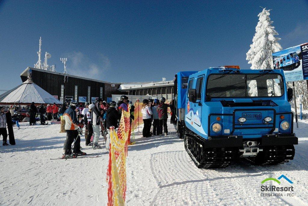 Jedinečné jednosměrné propojení mezi Černou horou a Pecí pod Sněžkou zajišťují rolby SkiTour. - © SkiResort ČERNÁ HORA - PEC