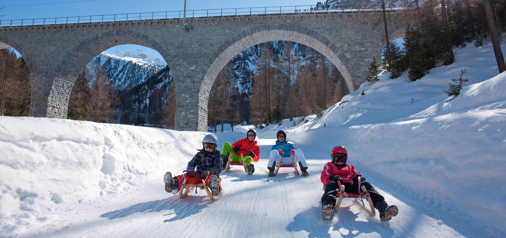 Schlttenfahren in Bergün - © Graubünden Ferien