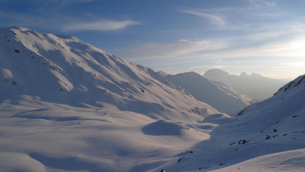 Winterlandschaft bei der SAC-Hütte Kesch - © Graubünden Ferien
