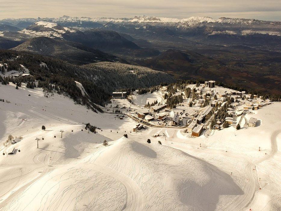 Vue aérienne de la station de ski de Chamrousse - © Emotion360° / Office de Tourisme de Chamrousse