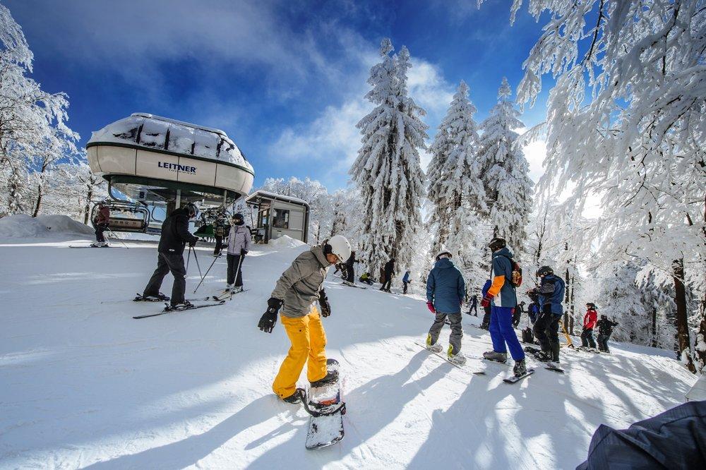 Expresní odpojitelná 4-sedačka je hlavním přepravním zařízením ve Skiparku Červená Voda - © Skiresort Buková hora