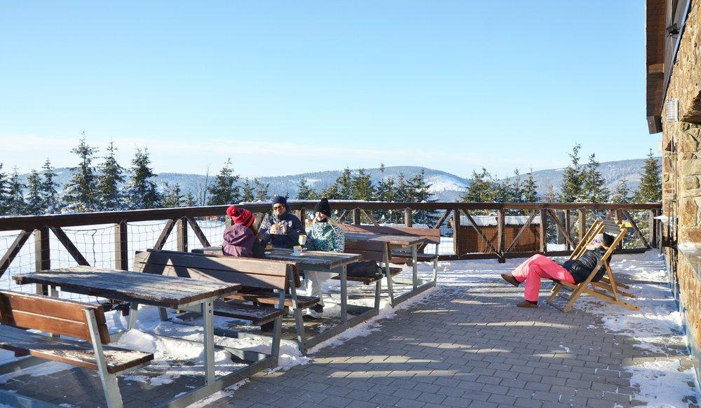 Restaurace a bary v lokalitě Sněžník slouží k odpočinku a doplnění energie během lyžování i po něm - © Horský resort Dolní Morava