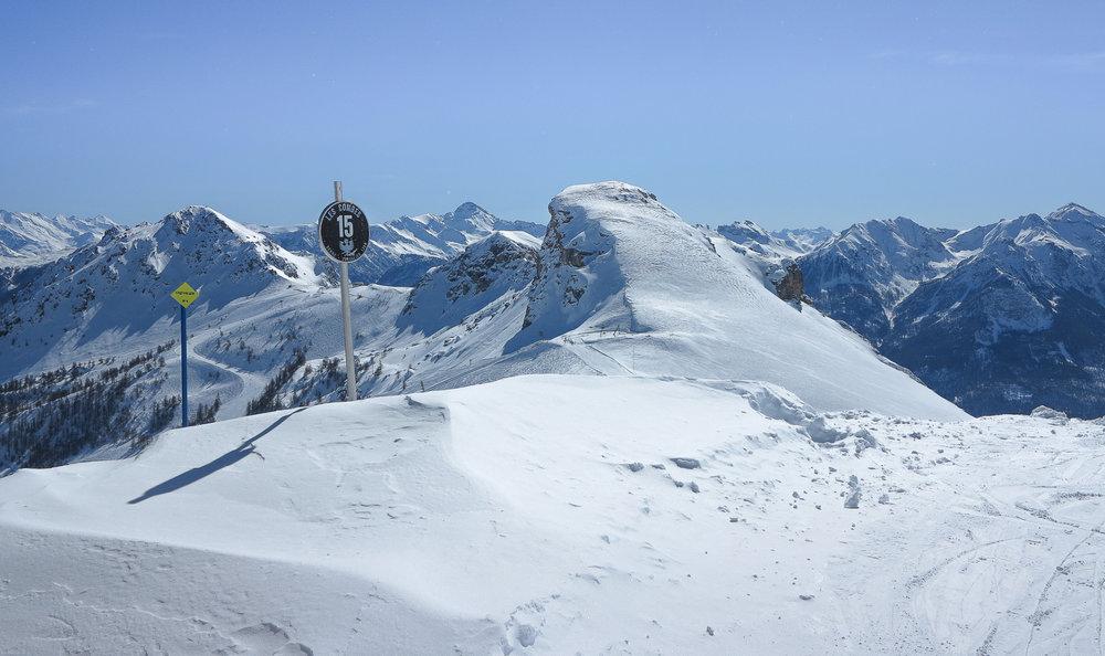Conditions de ski idéales (soleil et neige fraîche) sur le domaine skiable de Serre Chevalier - © Office de Tourisme Serre Chevalier
