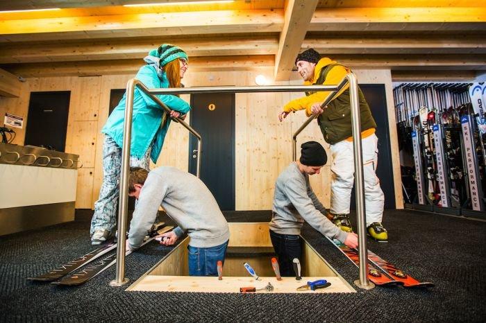 Servis lyží v profi skiservisu - Skiareál Špindlerův Mlýn - © Skiareál Špindlerův Mlýn