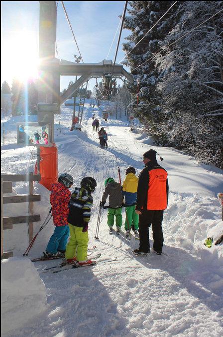 Einstieg des Schlepplifts im Skigebiet Ebnat-Kappel (Skilift Tanzboden) - © Familienskilift Tanzboden Genossenschaft