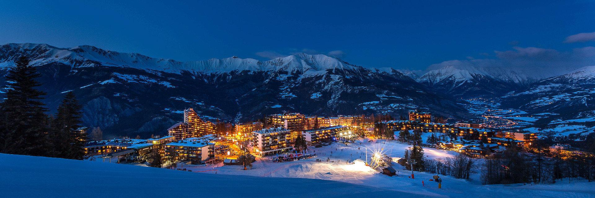 Ambiance hivernale d'une fin de journée dans la station de ski de Praloup - © Bertrand Bodin