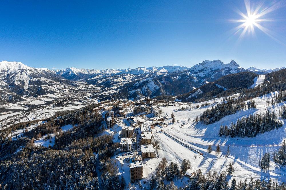Station de ski de Praloup, en surplomb de l'Ubaye et de Barcelonnette - © Bertrand Bodin